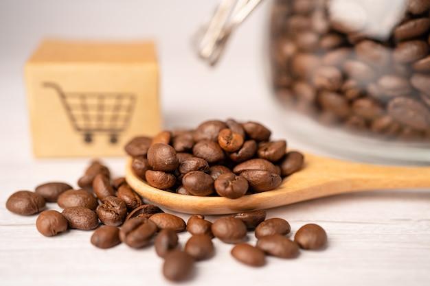 Boîte avec symbole de logo de panier d'achat sur les grains de café.