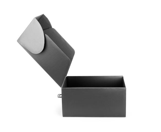 Boîte vierge noire isolé sur fond blanc