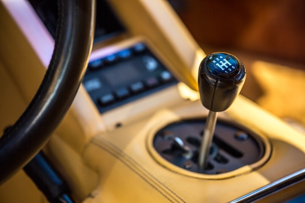 Boîte de vitesses dans un véhicule