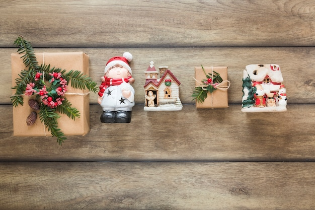 Boîtes cadeaux et jouets de noël
