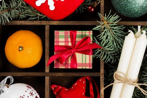 Boîtes de cadeaux pour noël dans l'obscurité