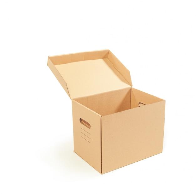 Boîtes en carton isolés sur fond blanc