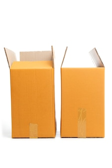Boîtes en carton ouvertes isolés sur fond blanc.