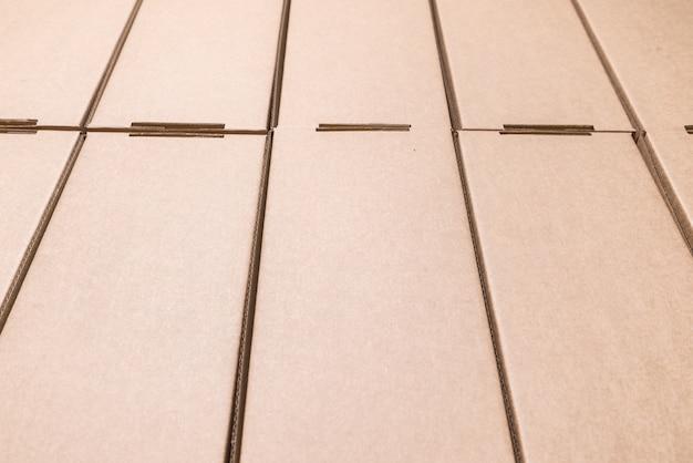 Boîtes en carton plat, fond texturé