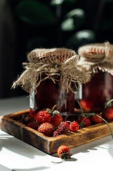 Boîtes de confiture de fraises