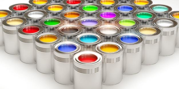 Boîtes de conserve avec de la peinture