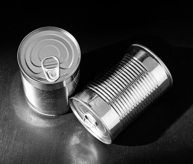 Boîtes de conserve rondes en argent à angle élevé