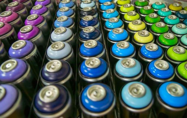 Boîtes de peinture colorées