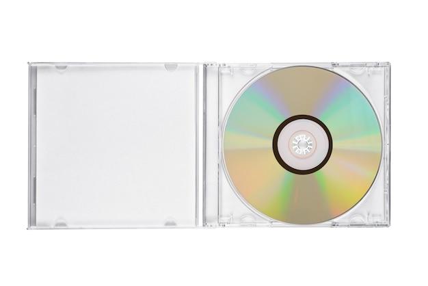 Boîtier cd bijou ouvert avec disque compact isolé sur fond blanc. vue de dessus