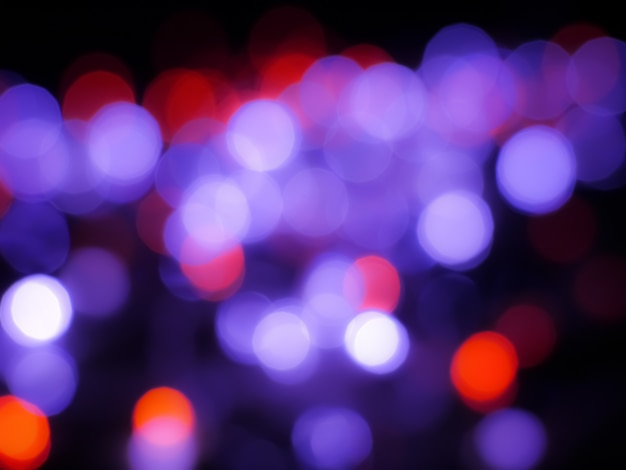 Bokeh abstrait avec la couleur de la lumière rouge et violet
