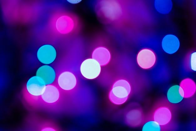 Bokeh abstrait de noël dans les tons bleus et violets