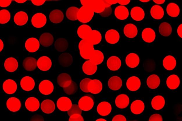 Bokeh abstrait rouge flou sur fond noir