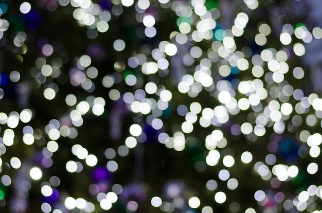 Bokeh abstraite des lumières de feston sur fond sombre.