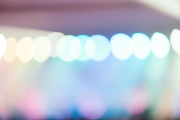 Bokeh éclairage en concert avec le public, le concept de musique showbiz