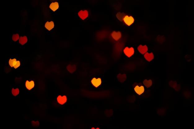 Bokeh en forme de cœur rouge orange