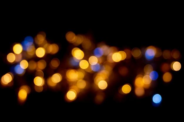 Bokeh jaune et bleu parfait pour un arrière-plan festif. cercles de lumière abstraits défocalisés.