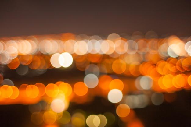 Bokeh or abstrait dans la nuit de la ville
