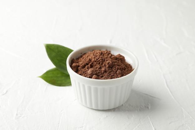 Bol, cacao, poudre, feuilles, blanc, closeup