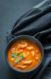 Bol de curry jaune thaï aux fruits de mer