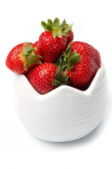 Bol avec fraise rouge