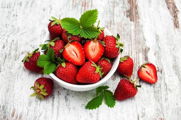 Bol de fraises fraîches