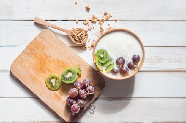 Bol de granola maison avec du yaourt
