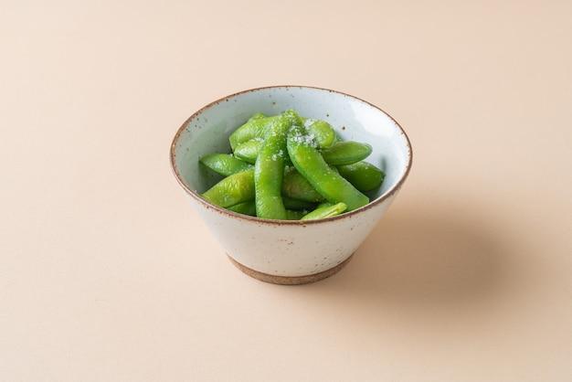 Bol de haricots edamame de la cuisine japonaise - style de cuisine japonaise