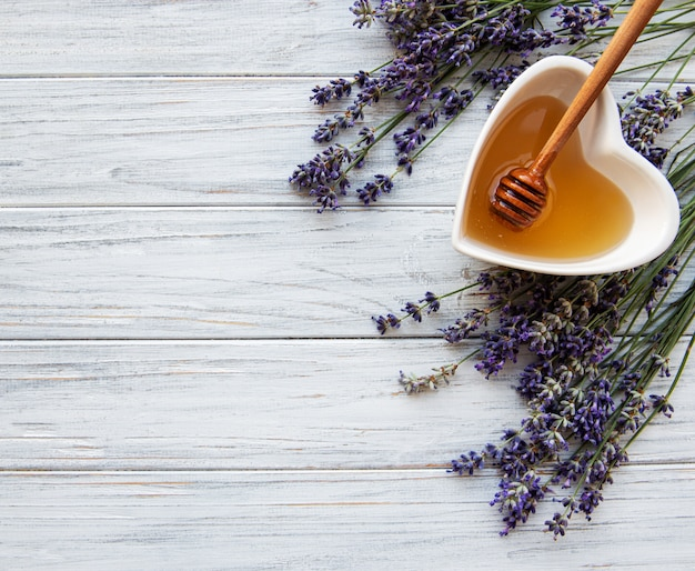 Bol de miel à la lavande