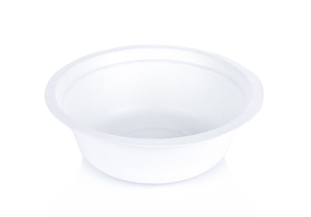 Bol en papier blanc sur fond blanc