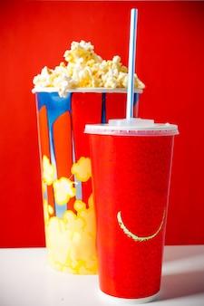 Bol à pop-corn et boisson