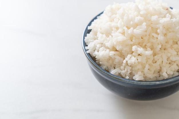 Bol de riz blanc au jasmin thaïlandais cuit