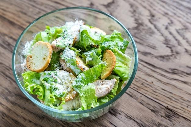 Bol de salade césar au poulet