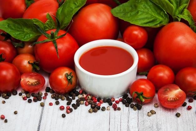Bol à la sauce tomate