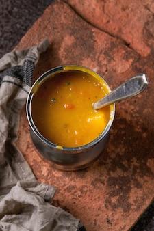 Bol de soupe de carottes