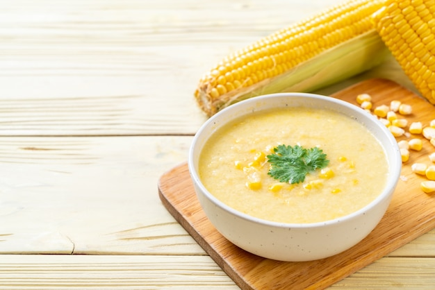 Bol de soupe de maïs