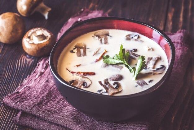 Bol de soupe thaï tom kha