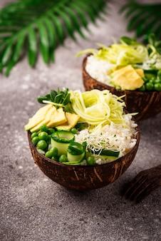 Bol végétalien bouddha avec des légumes