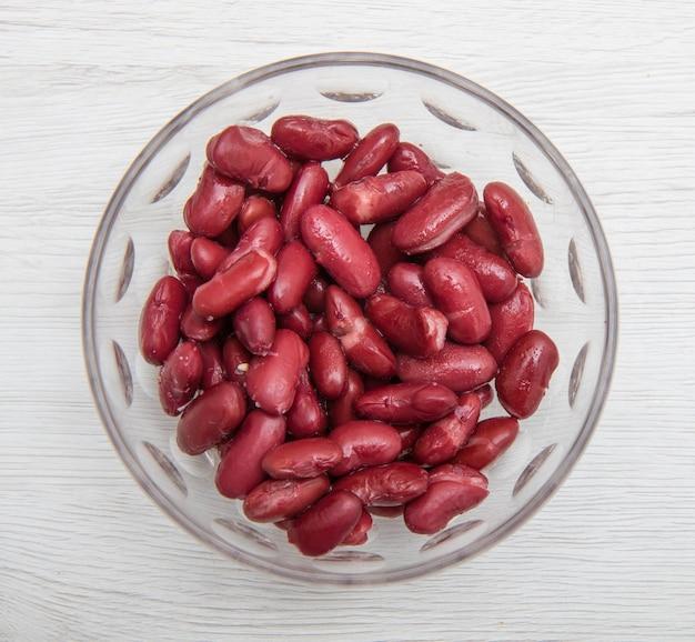 Bol en verre avec haricots rouges