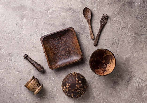Bols et assiettes en coquille de noix de coco