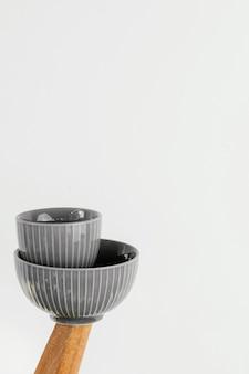 Bols d'objets de cuisine minimalistes abstraits