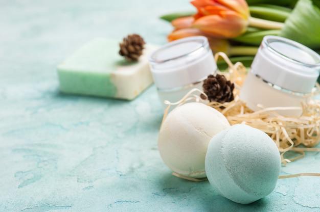 Bombe de bain verte et savon aux produits spa