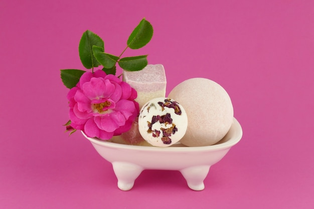 Bombes de bain sertie de fleur rose