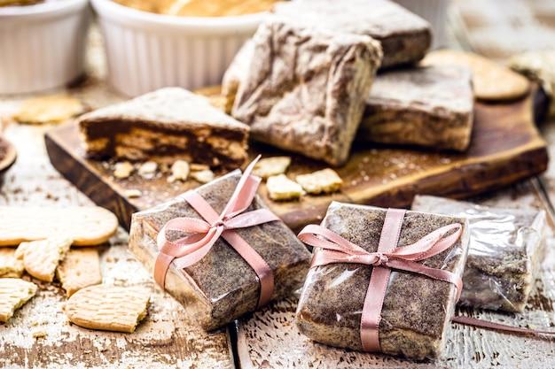 Bonbon brésilien appelé paille italienne, farci et emballé pour la vente, les petites entreprises et la confiserie brésilienne
