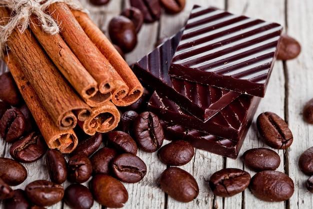Bonbons au chocolat, cannelle et grains de café