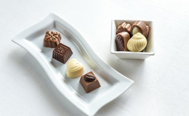 Bonbons au chocolat de différentes formes
