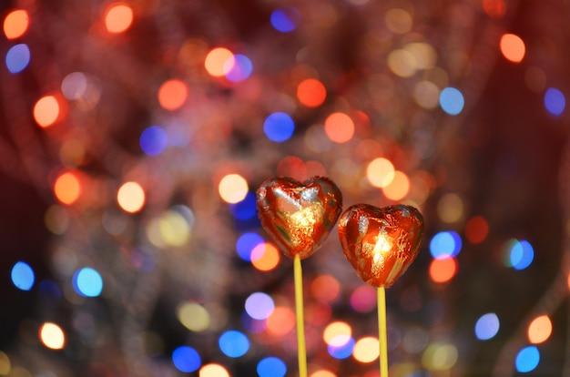 Bonbons au chocolat en forme de coeur. bonbons coeurs au chocolat rouge