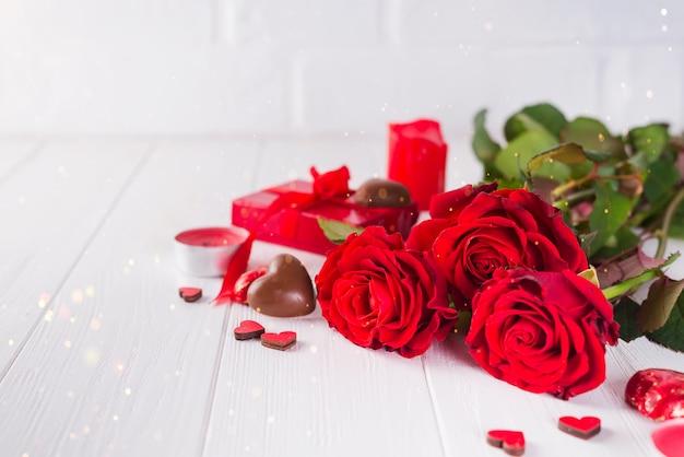 Bonbons au chocolat en forme de cœur en forme de cœur avec chocolat