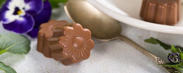 Bonbons au chocolat en forme de fleur