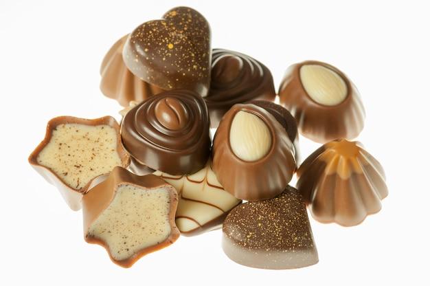 Bonbons au chocolat isolés
