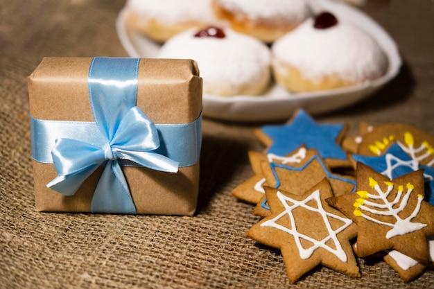 Bonbons et cadeaux concept juif traditionnel de hanoucca
